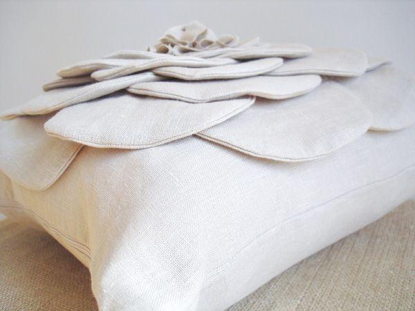 Aprenda a fazer uma almofada de tecido com flor
