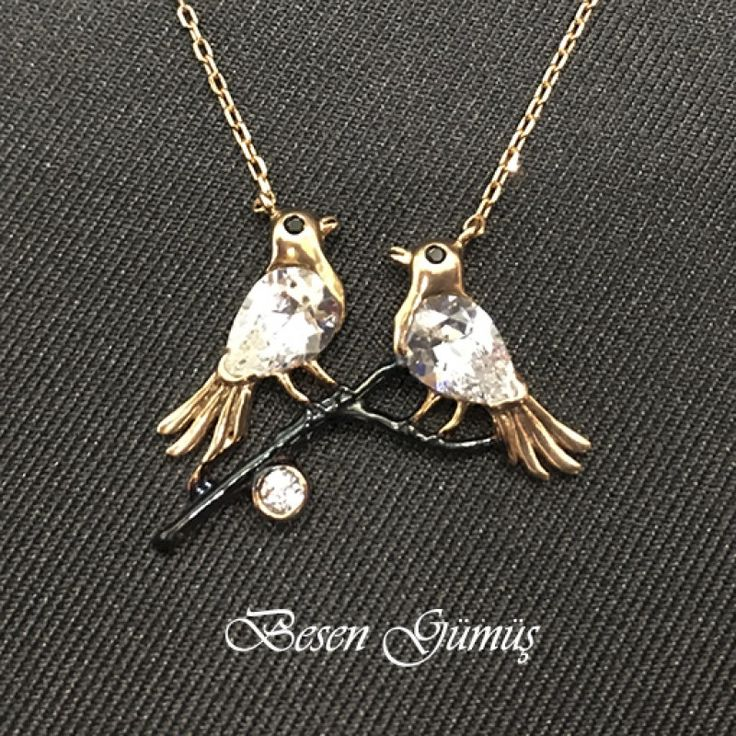 Dalda İki Kuş Figürlü Beyaz Taşlı Kolye  Fiyat : 69.00 TL  SİPARİŞ için www.besengumus.com www.besensilver.com  İLETİŞİM için Whatsapp : 0 544 641 89 77 Mağaza     : 0 262 331 01 70  Maden              : 925 Ayar Gümüş Taş                    : Zirkon Kaplama           : Rose ve Siyah Rodaj   Besen Gümüş  #besen #gümüş #takı #aksesuar #zirkontaş #kuşfigür #hediye #kolye #gümüşkolye #izmit #kocaeli #istanbul #izmitçarşı #çamlıca  #onlinealışveriş #alışveriş