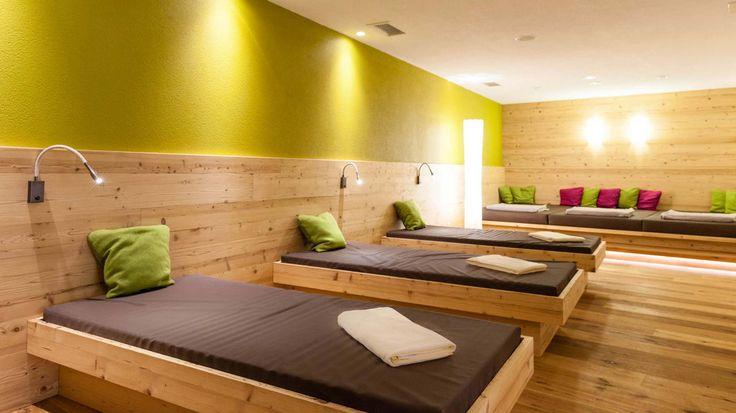 Wer feinste Wellness in Südtirol genießen möchte, ist in der Saunalandschaft unseres Hotel La Casies in Gsies genau richtig. Schwitzen Sie sich glücklich.