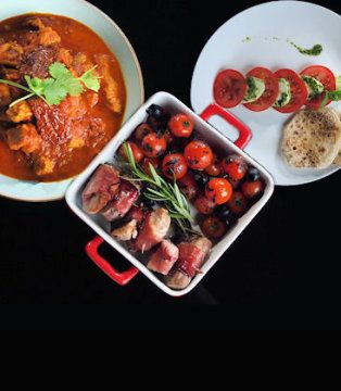 ZOBACZ OPIS ODCINKA I GODZINY EMISJI >>> POMIDOROWE CURRY Z MLEKIEM KOKOSOWYM   Składniki:   400 g filetu z indyka 1 puszka mleczka kokosowego 1 puszka krojonych pomidorów Fine Food garść suszonych pomidorów 3 pomidory 1 papryczka chili 1 cebula...