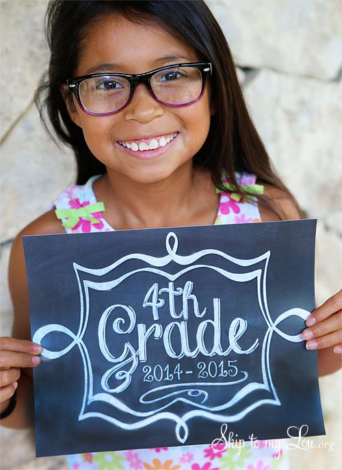 Take the perfect back to school photo with these free printable back to school photo signs! www.skiptomylou.org #photosigns #freeprintables #backtoschool