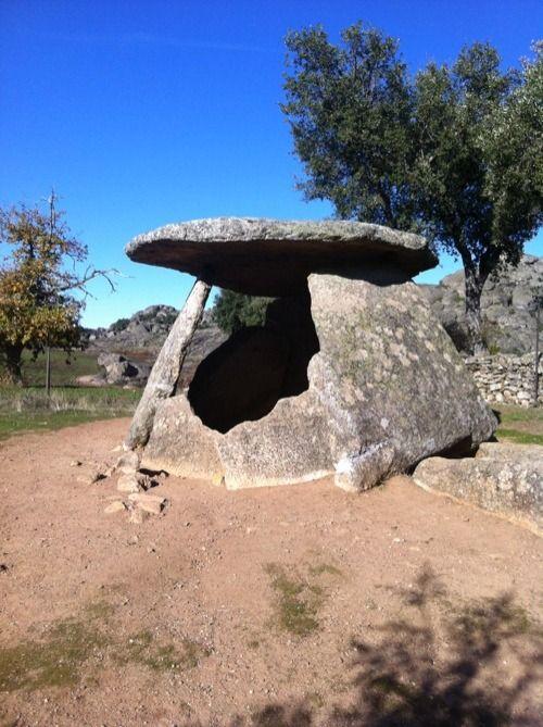Valencia de Alcantara Ruta de los Dolmenes Los 48 dólmenes catalogados en el término municipal de Valencia de Alcántara constituyen uno de los conjuntos dolménicos de la cultura megalítica más relevantes de España y de Europa.