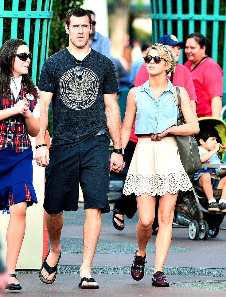 """Julianne Hough Dating Hockey Player Brooks Laich, Is """"Happier Than Ever"""": Picture"""