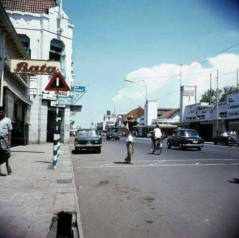 Tunjungan, Surabaya 1965 Around the 80's the tall building on the left became bank Niaga.