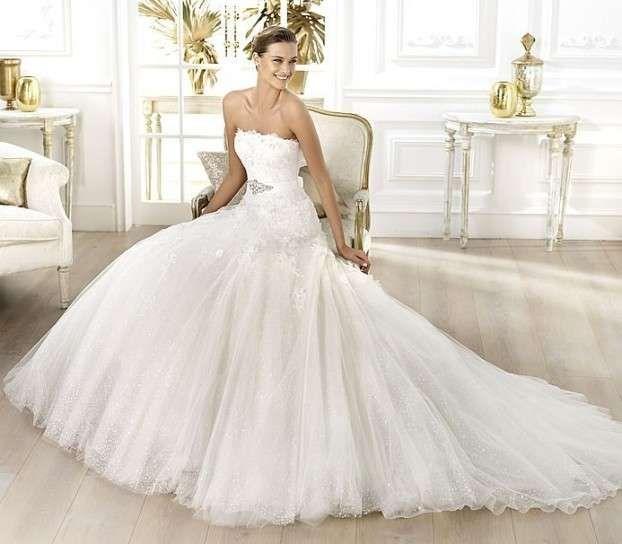 I modelli più belli di abiti da sposa in pizzo - Abito con gonna ampia