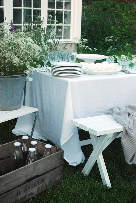 outdoor picnics, Queen Anne's lace in galvanized pail