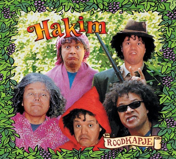 """Hakim """"Roodkapje"""". Kindermuziek en kinderliedjes ♫. Hakim vertelt het smulverhaal Roodkapje, afgewisseld met prachtige liedjes. Heel leuk gevonden van Hakim, de cd over Roodkapje is een leuke en vriendelijke cd. Absoluut niet eng, onze kinderen hebben er van genoten en hebben hem zo vaak gehoord dat wij er zelf grijs van werden. Vanaf 4 jaar hebben ze geluisterd en telkens horen ze weer wat nieuws. Erg leuk qua liedjes en verhaal. Van mij mogen nog wel meer sprookjes verHakimt worden."""