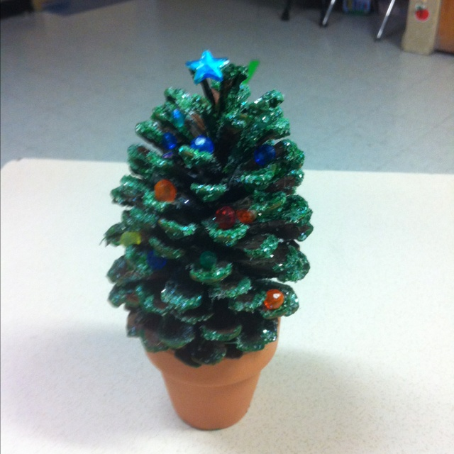 Pine cone christmas tree it 39 s beginning to look a lot for Pine cone xmas tree