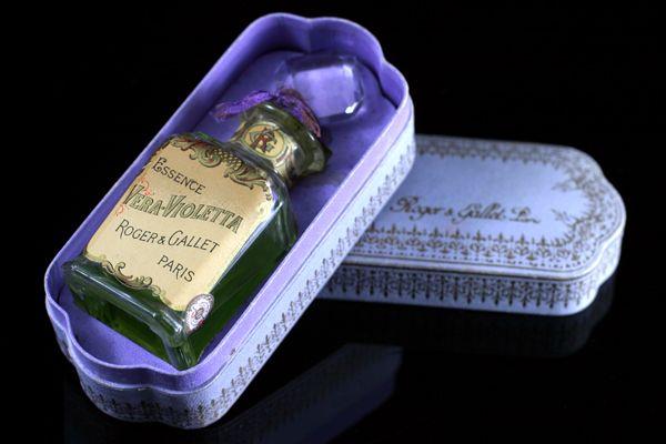 Roger et Gallet ' Vera Violetta' | Art Francais – Art Nouveau Art Deco glas & parfum