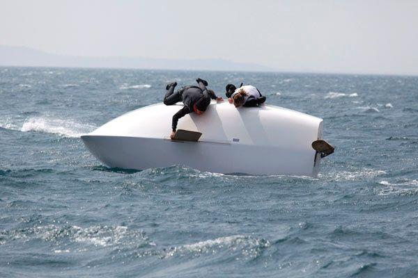 Trieste, la bora rovescia sei barche. Ragazzini soccorsi in mare  Il Piccolo