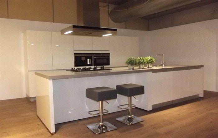 Showroomkeuken 22-10 Siemens Eiland keuken 2 foto 1