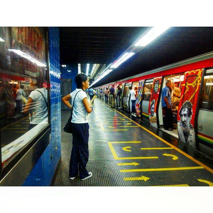 """65 Me gusta, 15 comentarios - Mara (@mara.jg) en Instagram: """"Metro//subway... #Caracas #Venezuela #estaciondemetro #metrostation #losdoscaminos #ciudad_ve…"""""""