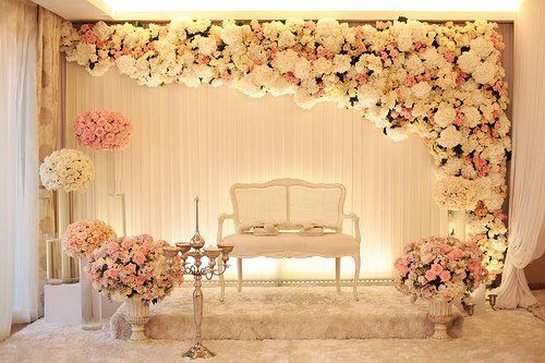 white and pink rose pelamin rumah