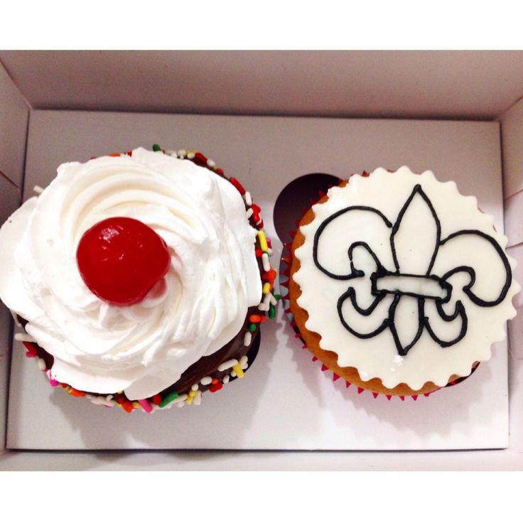 Deliciosos Cupcakes de Vainilla o Chocolate con relleno de Arequipe, Fresa, Mora, Melocotón, Maracuyá o Nutella. Pídelos al (1) 625 1684. - #SoSweet #Cupcakes #CupcakeFactory #CupcakesEnBogotá #PastryShop #ReposteriaArtesanal #PasteleriaArtesanal #Bogotá www.SoSweet.com.co
