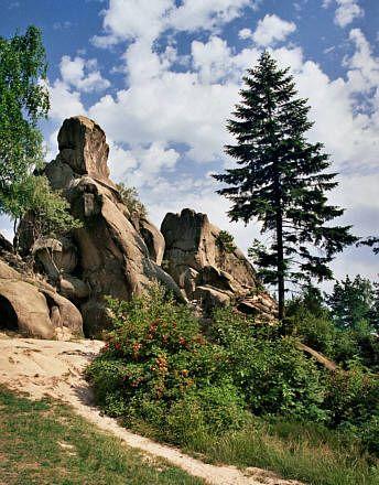 Odrzykoń, Rezerwat Prządki - piękne formy skalne