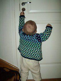 Oppskrift heklet jakke til barn. Pattern crocheted jacket for children.