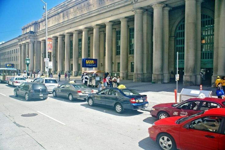 Toronto Union Station - central facade looking east (photo: Dave Melnychuk)
