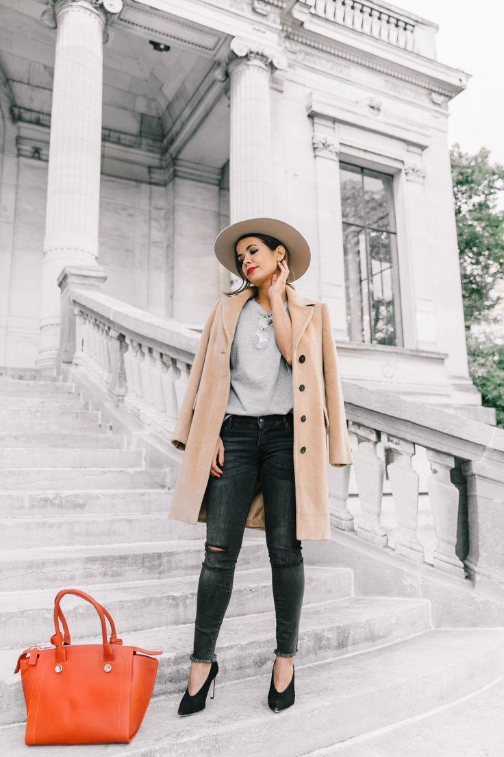 Why not step out of your comfort zone and try a wide-brimmed hat this fall, like Sara Escudero? By framing the face and drawing attention to the colour palette of your look, sometimes a hat can be the perfect touch to your winter outfit! Coat: Max & Co, Top: Topshop, Jeans: Shop Sincerely Jules, Shoes: Sandro
