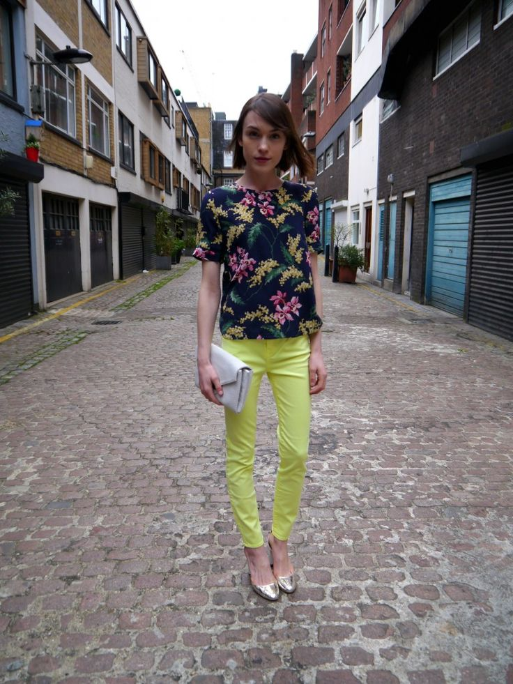 Ella from La Petite Anglaise shows a simple way to add some neon to your outfit by pairing with a dark top.