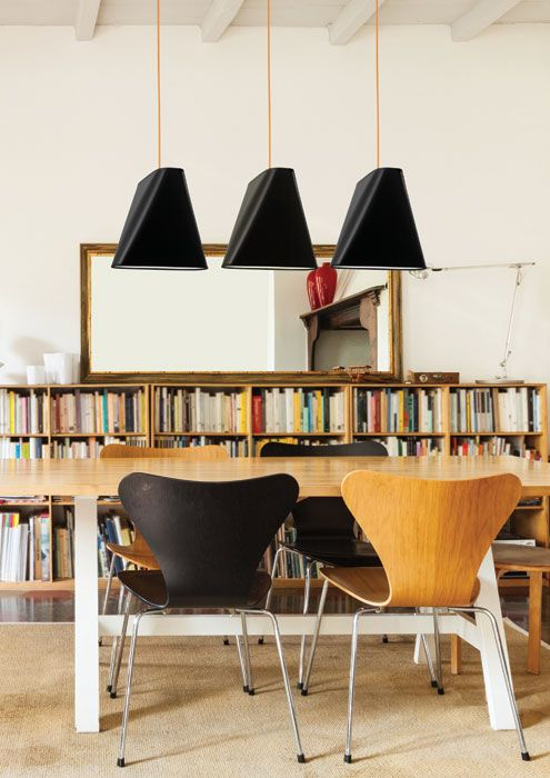 Blum to seria nowoczesnych lamp abażurowych. Polecamy je szczególnie nad stół w jadalni, gdzie będą działać zapraszająco i oświetlą spotkanie rodzinne, czy towarzyskie ciepłym światłem.