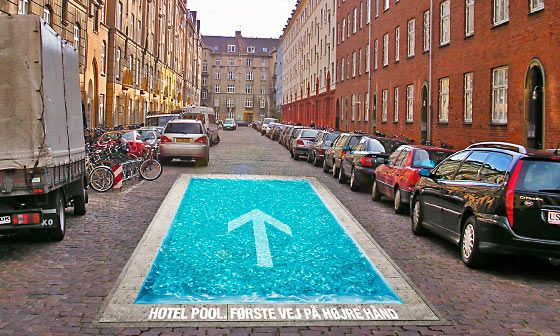 A swimming pool that seems true in the street: guerrilla marketing to promote a hotel... which has a swimming pool of course!