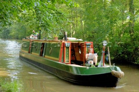 CANAL NARROW BOATS | and woman on narrow boat approaching Ellesmere tunnel,Llangollen canal ...