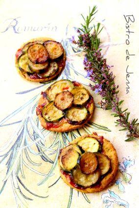 Mini tartelettes de courgettes confites au miel, romarin et gorgonzola : la recette facile