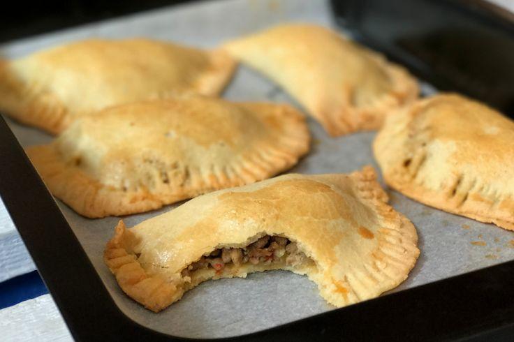 WOW! Dit is het lekkerste glutenvrij paleo empanada recept ooit. Veel getest en uiteindelijk is dit onze favoriet geworden.