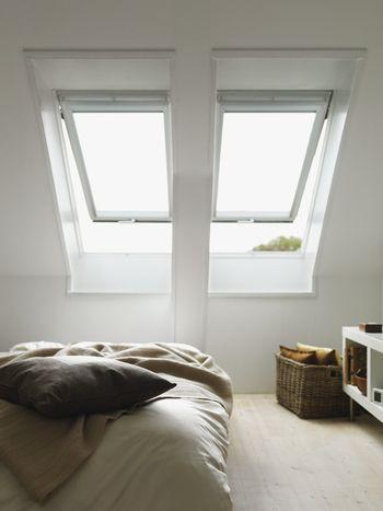 工夫しだいで楽しみ方は無限大!「ロフト」で快適に過ごすための ... 天窓は室内に光を取り入れるだけじゃなく、暖気を外に逃がす
