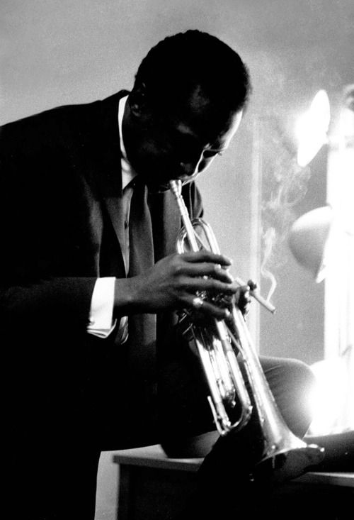 Miles Davis rehearsing backstage at the Chicago Civic Opera House, 1956     Photographed by Michael Ochs: Mo'N Davis, Miles Davis, Civic Opera, Davis Rehear, Chicago Civic, Favorite Musicians, Michael Och, Opera House, Inspiration People