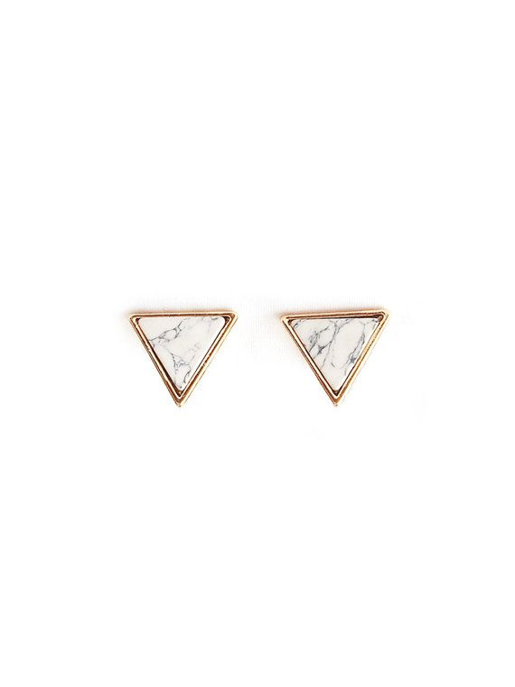Made of finely cut white marbled stone, the Marble Ear Studs adds a modern and sophisticated touch to any outfit. *A pair of marbled stone stud