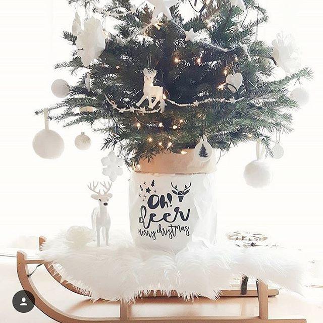 Ik zie zoveel toffe kerstbomen voorbij komen in de paperbags! Deze leuke foto is van @home_by_miems Wat een plaatje! Hier krijg je vanzelf een kerstgevoel van! Bedankt voor het delen! Van deze zakken zijn er nog meer drie op voorraad! •• En ondertussen  wordt hier hard gewerkt aan de collectie van 2017! Daardoor helemaal de tijd vergeten, ik ga nu dan ook pas eten! Mis je nog iets in het bestaande assortiment, of heb je leuke ideetjes voor de collectie van 2017, deel ze gerust! Fijne…