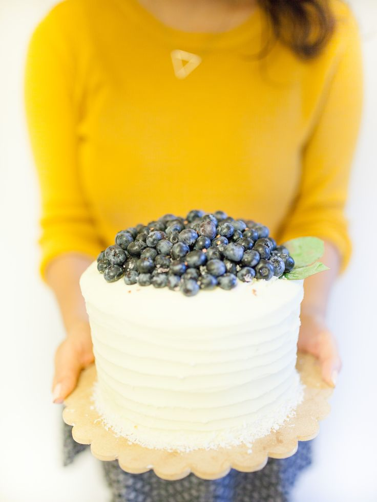 Coconut & Blueberry Cake   Made by Cake Me! Oslo www.facebook.com/cakemeoslo