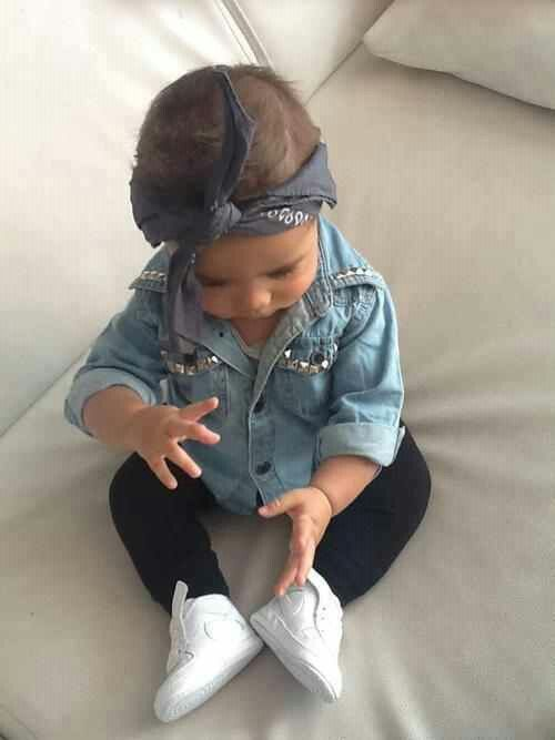 How cute! Fashionista baby <3 Chambray, chucks, leggings, bandana! One of my baby faves!