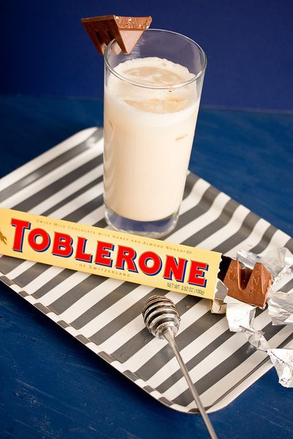 My kind of cocktail... toblerone flavored!  Sounds YUMMY!!!