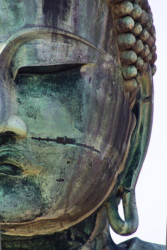 Buddha statue in Kamakura, Japan, by Joe Baz - CC BY 2.0
