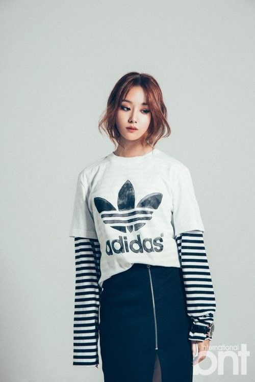 "Ji Eun Models for ""International bnt"" and Selects Lee Kwang Soo As Her Ideal Man | Koogle TV"