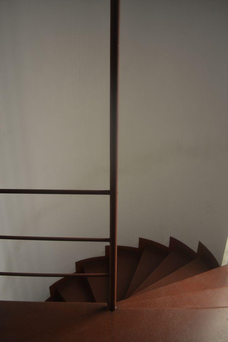 Ateliers para Artistas,esquina Paraguay-Suipacha,arquitecto Antonio Bonet,1938 Escalera del estudio.