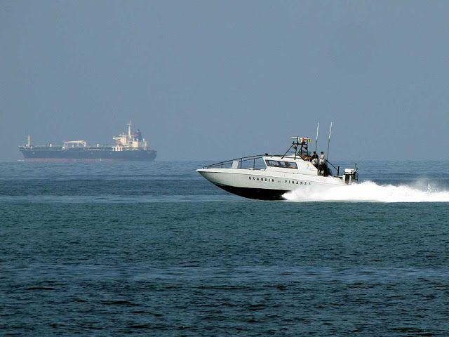 """V 2043 patrol boat of the """"Guardia di Finanza"""""""