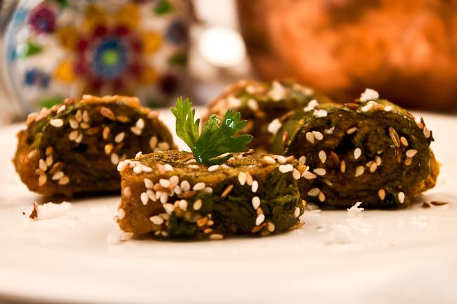 Steamed Colacasia Leaves Pinwheels (Gujarati Indian Recipe. Project: replace flours)