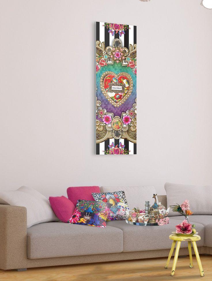 Een Deco Panel is kort uitgelegd als het ware een poster die je direct kan ophangen aan de muur. Een extra lijst is dus helemaal niet nodig! Dit prachtige deco panel is van het merk Melli Mello, met prachtige details en versieringen. De print is aangebracht op 3mm MDF, met op de achterkant een raamwerk zodat de afbeelding ongeveer 2 cm van de muur hangt. U kunt het deco panel ophangen aan een spijkertje, of een schroef. Formaat: 30 x 90 cm Gewicht: 2 kg