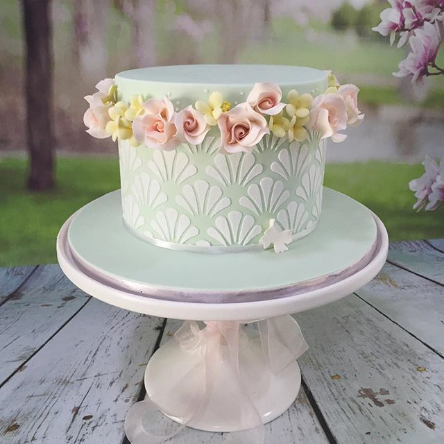 The brief was Mint Green, Pink, and Yellow, and non-bridal 😉. I came up with this. Shell detailing, with a wreath of pink roses and yellow filler flowers, all around the cake. I think it's really pretty 😍🌼🌸🌺🌷🍃 #vscobake #vscocake #bespokecakes #birthdaycake #customcakes #sugarflowers #sugarroses #cakeart #cakedesign #missshortcakes #kualalumpur #designercakes #hantarancake #mintgreen #pretty #pastels