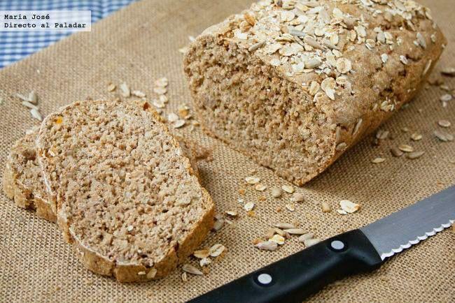 Receta de pan integral con semillas con Thermomix. Fotografías con el paso a paso del proceso de elaboración. Sugerencia de presentación. Receta...
