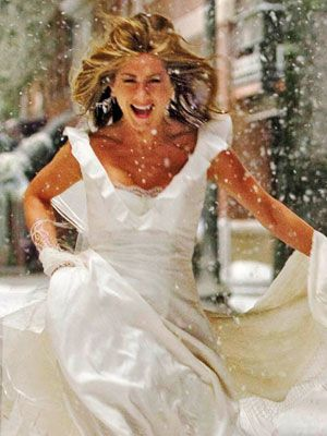 I love this wedding dress. Jennifer Aniston wears it in Marley and Me.