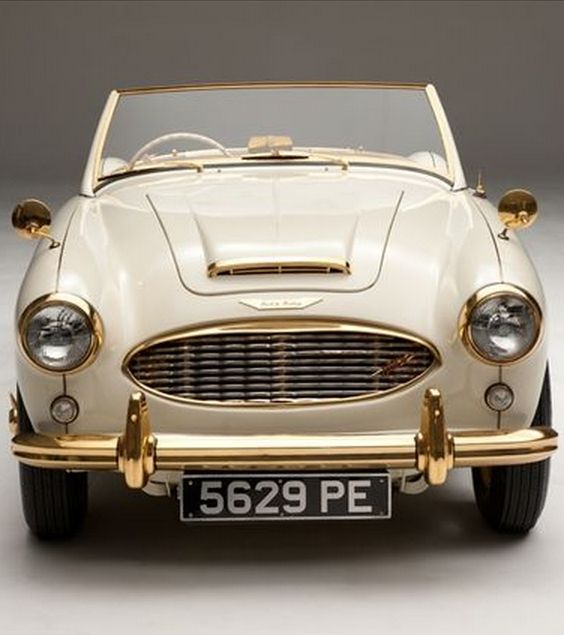 Classic and seriously cool 1958 Austin Healey. This rare car is a hidden eBay gem. Click to find out why. #classic #spon
