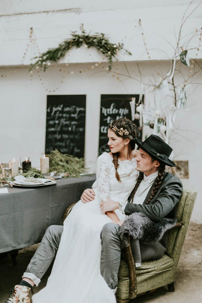 Intimate and edgy winter wedding | Image by Dominika Bronner