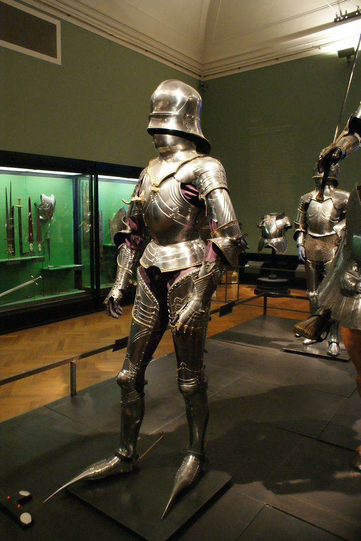 A60 KHM I like this harness. Especially the pauldrons. Something to steal from.