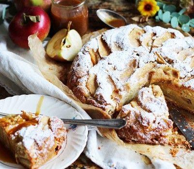Gâteau aux pommes, sauce au caramel