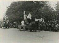 La cabalgata roja que vino a ocupar lugar la de la prohibida festividad de reyes del 6 de enero, y con la que se cerró la llama Semana Infantil en sustitución de la Navidad de Valencia en 1937