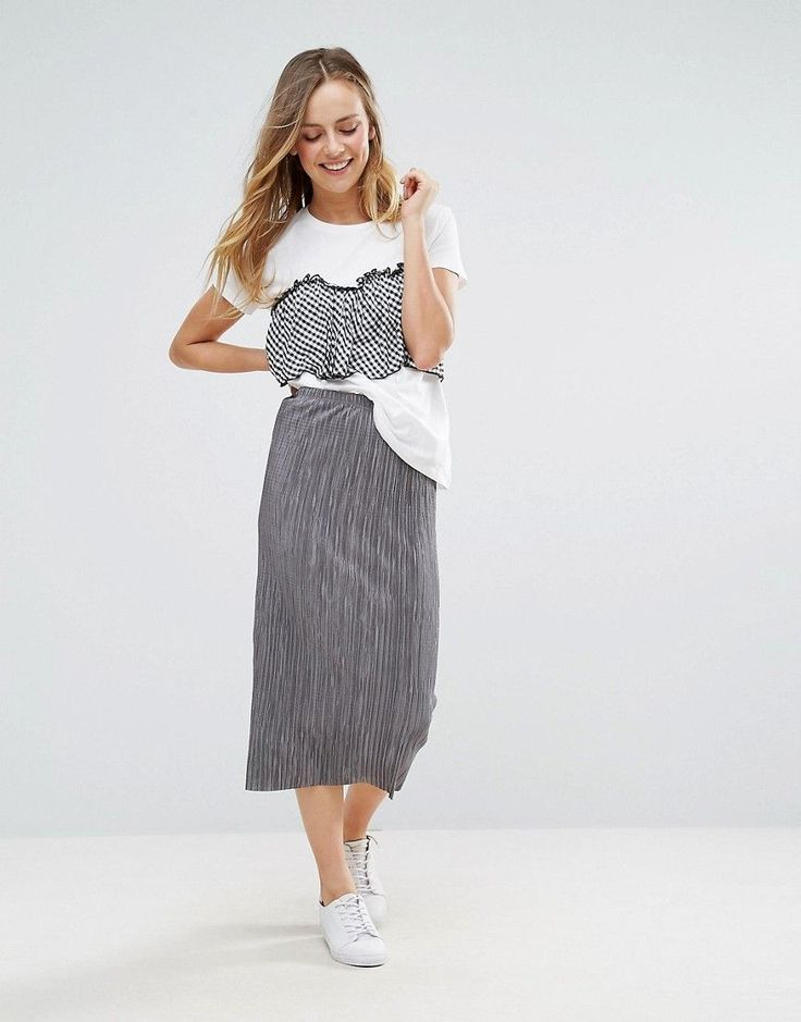 Get this Wal G's knee skirt now! Click for more details. Worldwide shipping. Wal G Midi Skirt - Grey: Skirt by Wal G, Stretch woven fabric, Pleated finish, High rise, Regular fit - true to size, Machine wash, 95% Polyester, 5% Elastane, Our model wears a UK 8/EU 36/US 4 and is 173cm/5'8 tall. (falda por la rodilla, rodilla, rodillas, medio largo, media pierna, knee-length, knee length, 3 / 4 length, midi skirt, mid-rise, longuette por la rodilla, knielanger rock, falda a la rodilla, jupe…